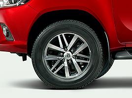 """Llantas de aleación de 18"""" con neumáticos 265/60 R18."""