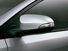 Espejos exteriores eléctricos y retráctiles, con luz de giro incorporada