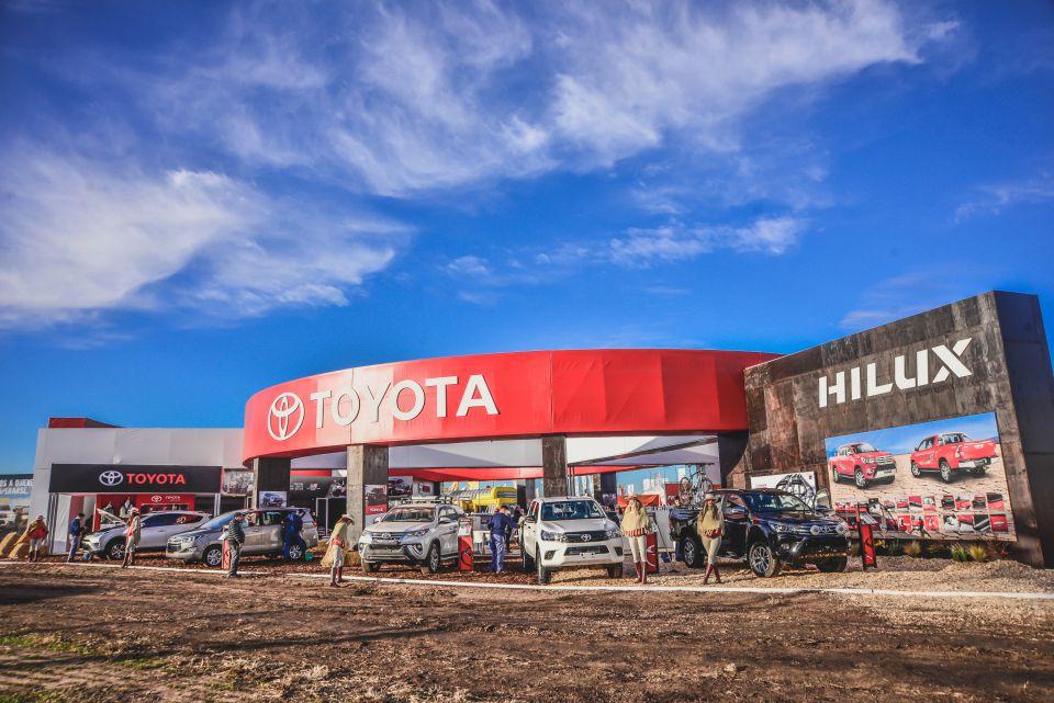 Deportivos, híbridos y de trabajo: Toyota exhibe su…