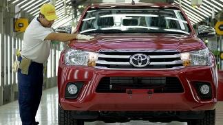 La pick up Hilux volvió a ser en junio el vehículo…